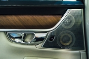 Comparăm sistemele audio din automobile: Burmester vs Bowers & Wilkins vs Bang & Olufsen vs harman/kardon vs Meridian Audio