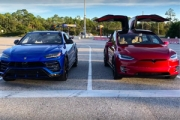 (VIDEO) Drag Race: Lamborghini Urus vs Tesla model X!