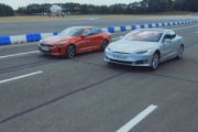 (VIDEO) Drag Race: Kia Stinger GT S vs Tesla model S 75D
