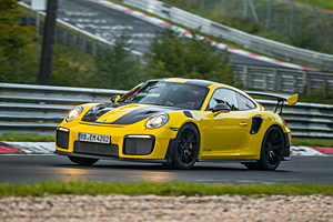 Porsche 911 GT2 RS a spulberat recordul de pe Nurburgring! (Video)