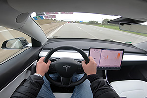 (VIDEO) O Tesla Model 3 atinge viteza sa maximă pe un autobahn din Germania