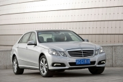 Premiera: Mercedes-Benz E-Class Long