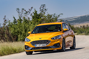 TEST DRIVE: Ford Focus ST. Hatchback-ul iute cu motor de 2.3 litri turbo!